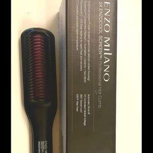 LIKE NEW Enzo Milano Hot Comb/Brush.